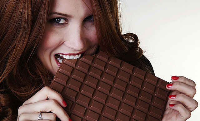 woman_eating_chocolate_MiguelGarcia